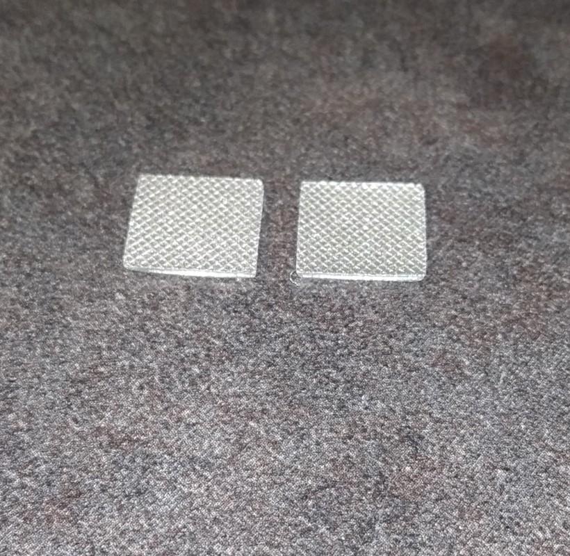 2 Plaques en résine - Peint - 10 x 10.70 mm