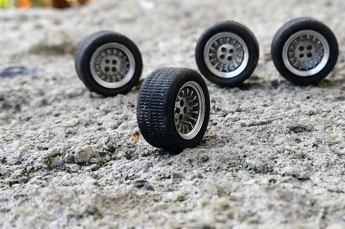 1//43 Ech insert 4 roues complètes pneus Jantes ø9.50 mm