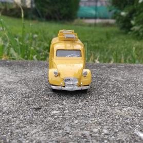 Miniature automobile - FORD GT40 1966 BLANCHE-1/43-SOLIDO