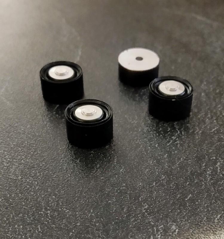 4 jantes noires en alu Peugeot 401 - Diam. 13mm - Ech. 1:43